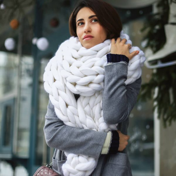 Bubblegum scarf in Pearl White Color
