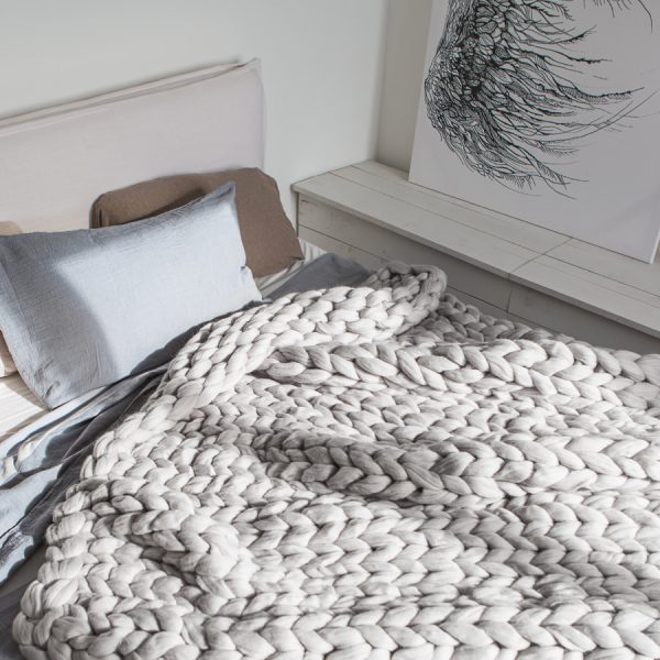 Big chunky knitted merino wool blanket by Ohhio