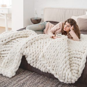 White chunky knitted merino wool blanket by Ohhio