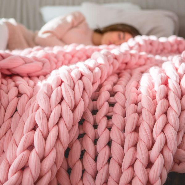 Pink chunky knitted merino wool blanket by Ohhio