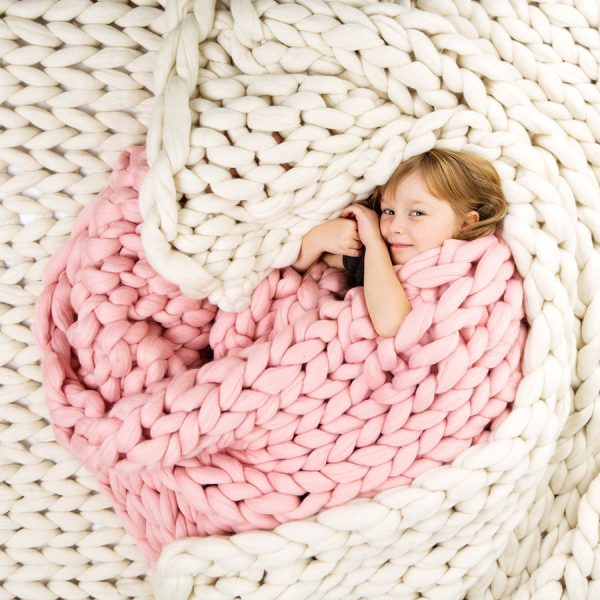 White and pink chunky knitted merino blankets by Ohhio