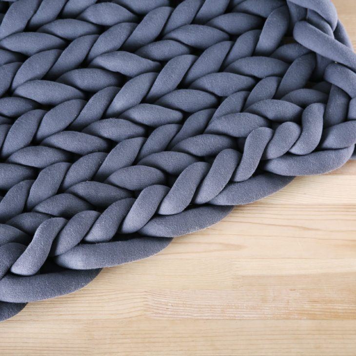 Ohhio braid blanket small dark gray